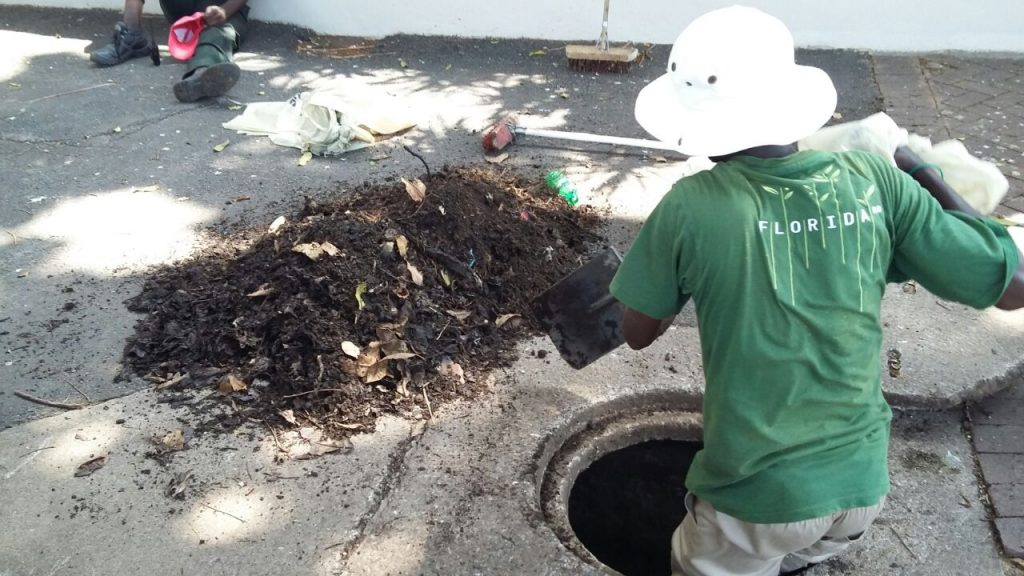 UIP cleaner inside manhole cleaning debris